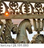 Купить «Гиппокамп перил Благовещенского моста. Санкт-Петербург», эксклюзивное фото № 28191093, снято 12 марта 2018 г. (c) Александр Алексеев / Фотобанк Лори