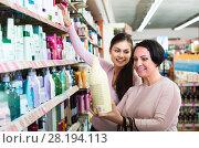 Купить «Two women choosing shampoo», фото № 28194113, снято 25 мая 2018 г. (c) Яков Филимонов / Фотобанк Лори