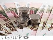 Купить «Монеты на фоне российских рублей», фото № 28194829, снято 13 августа 2017 г. (c) Литвяк Игорь / Фотобанк Лори