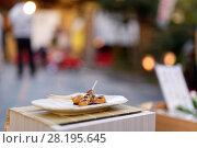 Купить «Mitarashi Dango, Japanese sweet dumplings on a stick, grilled small round rice flour balls on a skewer in soy sauce glaze. Traditional Japanese food, Mochi...», фото № 28195645, снято 20 ноября 2017 г. (c) age Fotostock / Фотобанк Лори
