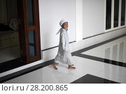 Купить «Young muslim boy waiting for friday prayers to begin, Kampong Cham mosque, Cambodia, South East Asia, Asia.», фото № 28200865, снято 24 ноября 2017 г. (c) age Fotostock / Фотобанк Лори