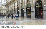 В галерее короля Виктора Эммануила II. Милан, Италия (2017 год). Редакционное видео, видеограф Виктор Карасев / Фотобанк Лори