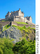 Купить «Edinburgh Castle, historic fortress, Castle Rock, Castlehill, Edinburgh Old Town, UNESCO World Heritage Site, Midlothian, Scotland, United Kingdom, Europe», фото № 28205113, снято 18 июля 2017 г. (c) age Fotostock / Фотобанк Лори