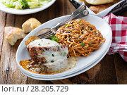 Купить «Eggplant Parmigiana with spaghetti», фото № 28205729, снято 14 марта 2018 г. (c) Елена Веселова / Фотобанк Лори