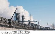 Купить «Large power plant with pipes and tanks», фото № 28210329, снято 20 апреля 2018 г. (c) Константин Шишкин / Фотобанк Лори