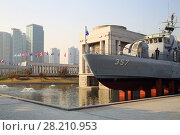 Купить «SEOUL - NOV 4, 2015: Military ship with cannonry in reservoir and highrise apartment buildings in military museum. In military museum was ceremony to mark 60th anniversary of armistice in Korea», фото № 28210953, снято 4 ноября 2015 г. (c) Losevsky Pavel / Фотобанк Лори