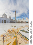 Купить «ABU DHABI, UAE - JAN 18, 2017: Sheikh Zayed Mosque is one of six largest mosques in world, mosque was officially opened in 2007», фото № 28212269, снято 18 января 2017 г. (c) Losevsky Pavel / Фотобанк Лори