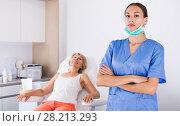 Купить «Professional cosmetician in medical esthetic office», фото № 28213293, снято 28 июля 2017 г. (c) Яков Филимонов / Фотобанк Лори