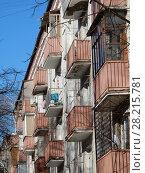 Купить «Пятиэтажный четырёхподъездный кирпичный жилой дом серии I-511 (1958). Улица Куусинена, 6 корпус 7. Хорошевский район. Город Москва», эксклюзивное фото № 28215781, снято 20 марта 2018 г. (c) lana1501 / Фотобанк Лори