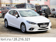 Mazda 3 (2014 год). Редакционное фото, фотограф Art Konovalov / Фотобанк Лори