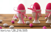 Купить «easter eggs in holders and candies on table», видеоролик № 28216505, снято 15 марта 2018 г. (c) Syda Productions / Фотобанк Лори