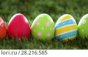 Купить «row of colored easter eggs on artificial grass», видеоролик № 28216585, снято 15 марта 2018 г. (c) Syda Productions / Фотобанк Лори