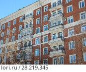 Купить «Восьмиэтажный девятиподъездный кирпичный жилой дом серии II-02 (построен в 1956-57 годах). Улица Куусинена, 6, корпуса 1, 2, 3. Хорошевский район. Город Москва», эксклюзивное фото № 28219345, снято 20 марта 2018 г. (c) lana1501 / Фотобанк Лори