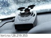 Купить «Детектор радара на приборной панели автомобиля», фото № 28219353, снято 10 декабря 2017 г. (c) Евгений Ткачёв / Фотобанк Лори