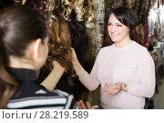 Купить «Buyers choosing clip-in natural hair extension», фото № 28219589, снято 17 октября 2018 г. (c) Яков Филимонов / Фотобанк Лори