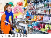 Купить «Man and woman with thumbs up in shop», фото № 28219805, снято 11 апреля 2017 г. (c) Яков Филимонов / Фотобанк Лори