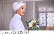 Купить «Attractive muslim bride with professional make up in wedding dress with bouquet of flowers», видеоролик № 28225421, снято 25 апреля 2018 г. (c) Константин Шишкин / Фотобанк Лори