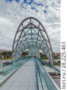Купить «Bridge of Peace, Tbilisi, Georgia», фото № 28225461, снято 11 октября 2017 г. (c) Boris Breytman / Фотобанк Лори