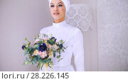 Beautiful model in white muslim wedding dress and bridal headdress with flowers. Стоковое видео, видеограф Константин Шишкин / Фотобанк Лори