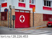 Купить «Entrance to and signage for a hospital emergency department.», фото № 28226453, снято 2 июля 2017 г. (c) Евгений Глазунов / Фотобанк Лори