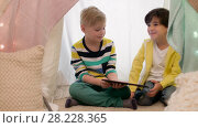 Купить «little boys with tablet pc in kids tent at home», видеоролик № 28228365, снято 23 февраля 2018 г. (c) Syda Productions / Фотобанк Лори