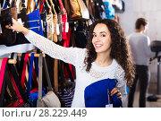 Купить «Brunette choosing bag in store», фото № 28229449, снято 19 февраля 2019 г. (c) Яков Филимонов / Фотобанк Лори