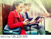 Купить «Subway passengers waiting a train», фото № 28229509, снято 25 мая 2019 г. (c) Яков Филимонов / Фотобанк Лори