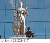 Купить «Статуя богини правосудия Фемиды. Здание Верховного Суда России. Москва», фото № 28229817, снято 24 марта 2018 г. (c) Екатерина Овсянникова / Фотобанк Лори