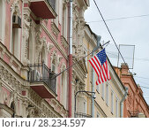 Купить «Флаг США на здании Генерального консульства США в Санкт-Петербурге», фото № 28234597, снято 15 сентября 2017 г. (c) Геннадий Соловьев / Фотобанк Лори