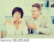 Купить «upset mother turned away from son», фото № 28235633, снято 19 октября 2019 г. (c) Яков Филимонов / Фотобанк Лори