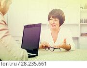 Купить «Adult blond man and businesswoman communicate», фото № 28235661, снято 23 июля 2018 г. (c) Яков Филимонов / Фотобанк Лори