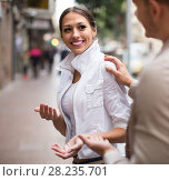 Купить «man flirting with smiling woman», фото № 28235701, снято 18 октября 2018 г. (c) Яков Филимонов / Фотобанк Лори