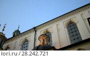 Купить «Wawel on bank of Vistula river in Krakow, Poland», видеоролик № 28242721, снято 10 августа 2017 г. (c) BestPhotoStudio / Фотобанк Лори