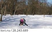 Купить «Little Caucasian girl having fun playing in the snow in winter city park», видеоролик № 28243689, снято 31 марта 2018 г. (c) Алексей Кузнецов / Фотобанк Лори