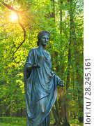 Купить «Флора - богиня весны и цветов, бронзовая скульптура в парке Старая Сильвия. Павловск, Россия», фото № 28245161, снято 21 сентября 2017 г. (c) Зезелина Марина / Фотобанк Лори