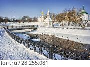 Купить «Уточки на реке Ducks swim in the almost frozen river», фото № 28255081, снято 3 марта 2018 г. (c) Baturina Yuliya / Фотобанк Лори