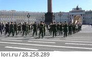 Купить «Военный оркестр на репетиции парада в честь Дня Победы. Дворцовая площадь, Санкт-Петербург», видеоролик № 28258289, снято 4 апреля 2018 г. (c) Виктор Карасев / Фотобанк Лори
