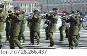 Купить «Музыканты военного оркестра на репетиции парада в честь Дня Победы. Дворцовая площадь, Санкт-Петербург», видеоролик № 28266437, снято 4 апреля 2018 г. (c) Виктор Карасев / Фотобанк Лори