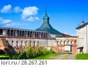 Купить «Fortress tower and wall of Kirillo-Belozersky monastery near City Kirillov, Vologda region, Russia», фото № 28267261, снято 13 августа 2016 г. (c) Papoyan Irina / Фотобанк Лори