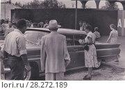 Купить «Москва. Американская национальная выставка в Сокольниках, 1959 год. Люди рассматривают автомобиль Plymouth Belvedere (США)», эксклюзивное фото № 28272189, снято 18 января 2020 г. (c) Илюхина Наталья / Фотобанк Лори