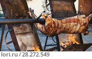 Купить «Whole bull carcass fried on spit on Medieval Fiesta in Besalu, Spain», видеоролик № 28272549, снято 27 сентября 2017 г. (c) Яков Филимонов / Фотобанк Лори