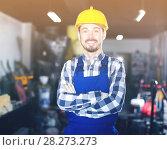 Купить «Male worker showing his workplace», фото № 28273273, снято 17 января 2017 г. (c) Яков Филимонов / Фотобанк Лори