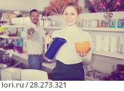 Купить «Seller offers options of ceramic while», фото № 28273321, снято 8 февраля 2017 г. (c) Яков Филимонов / Фотобанк Лори