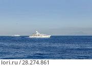 Купить «Круизные суда, Неаполитанский залив, Сорренто, Италия», фото № 28274861, снято 18 июля 2017 г. (c) Николай Коржов / Фотобанк Лори