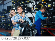 Купить «couple sitting on new motorbike in workshop», фото № 28277037, снято 17 февраля 2020 г. (c) Яков Филимонов / Фотобанк Лори