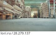 Купить «Industrial warehouse - many bags and boxes, working autoloader», видеоролик № 28279137, снято 25 июня 2018 г. (c) Константин Шишкин / Фотобанк Лори