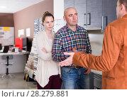 Купить «Angry couple dissatisfied with the quality», фото № 28279881, снято 4 апреля 2017 г. (c) Яков Филимонов / Фотобанк Лори