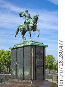 Купить «Конная статуя Виллема II, короля Нидерландов и великого герцога Люксембургского, в Гааге, Нидерланды», фото № 28280477, снято 23 мая 2015 г. (c) Михаил Марковский / Фотобанк Лори