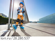Купить «Young inline skater standing at outdoor rollerdrom», фото № 28280537, снято 14 октября 2017 г. (c) Сергей Новиков / Фотобанк Лори