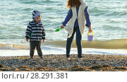 Купить «Children make a castle of sand on the beach», видеоролик № 28291381, снято 17 октября 2017 г. (c) Tatiana Kravchenko / Фотобанк Лори